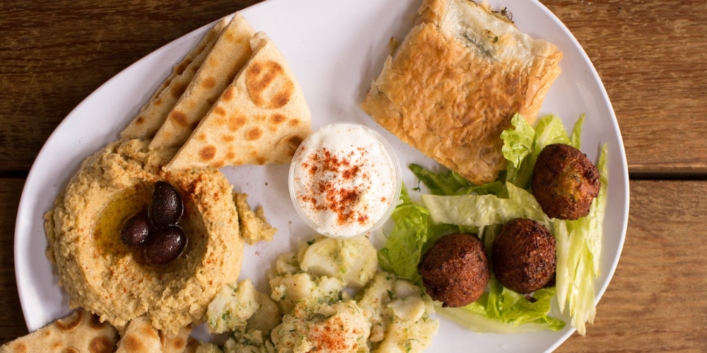 what does falafel taste like